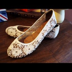 Lucky Brand Women's Elisabetha Flats (size 7) Lightly worn white, lace ballet flats. Great shoes that go with any outfit (hello versatile!), and very comfortable. Lucky Brand Shoes Flats & Loafers