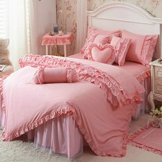 Pink Bedroom Accessories, Pink Bedrooms, Bed Spreads, Home Furnishings, Beautiful Homes, Comforters, Design Inspiration, House Styles, Blankets