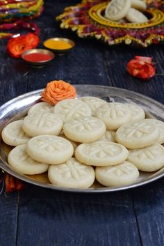 Malai Peda are tiny, little circles of goodness, and are made for happy occasions and festivities. These are easy to make, and a great fix for sweet cravings. Indian Desserts, Indian Sweets, Just Desserts, Indian Food Recipes, Sweets Recipes, Cooking Recipes, Peda Recipe, My Favorite Food, Favorite Recipes