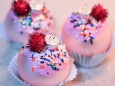 Glittery Cupcake Ornaments: Glittery DIY cupcake ornaments with icing on top are easy to make and look good enough to eat. Glittery DIY cupcake ornaments with icing on top are easy to make and look good enough to eat. Christmas Cupcakes, Diy Christmas Ornaments, Holiday Crafts, Christmas Time, Christmas Decorations, Ornaments Ideas, Ornaments Image, White Ornaments, Homemade Ornaments