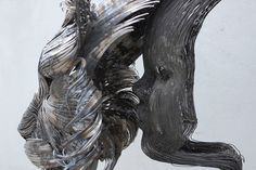 Fantastische Skulpturen von dem türkischen Künstler Selçuk Yilmaz, der tierische Köpfe aus dünnen Stahlsträngen angefertigt hat. Er verwendet dafür sehr dünne Stränge aus gehämmertem und geschweißtem Stahl, so dass jedes einzelne Stück ein geschwungenes Detail des jeweiligen Tieres darstellt. Auf den nun folgenden Bildern sehen wir die Büste von einem Luchs, einem Tiger und einem Fuchs. Weitere Artworks findet Ihr... Weiterlesen