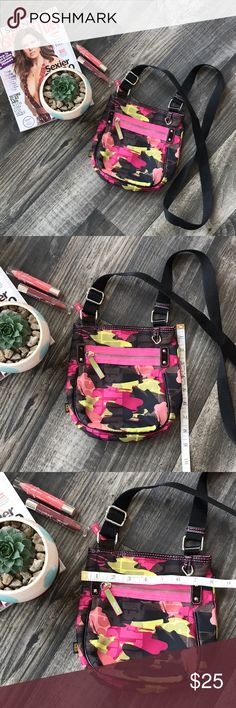 🌸Lily Bloom Crossbody🌸 Lily Bloom Crossbody purse, size Small. Barely used, no holes or stains, smoke free home!! Lily Bloom Bags Crossbody Bags