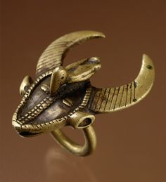 [Itza cow!] Africa | Bronze ring from the Senufo people of the Ivory Coast | 20th century