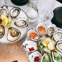 Ending my quick Tasy trip with a flight of garnished and ungarnished Tasmanian Pacific and Angasi #oysters at @tghhobart. . . . #oysterlove #oysterfarm #hobart #tasmania #oyster #shellfish #sustainableseafood #eattasmania #tasprimeoysters #rawbar #shucked #eeeeeats #wanderandeat #australia xoxo INAHALFSHELL.COM