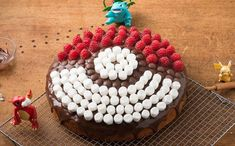 Pika-choose this delicious choclatey Pokeball cake for your next recipe.