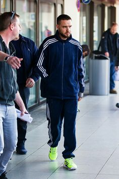 Liam arriving in Berlin - His Jeans, Normal Guys, Liam Payne, I Love Him, One Direction, Lp, Aurora, Berlin, Daddy