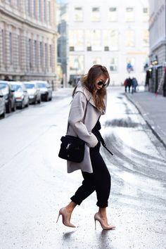 theclassycloud-beige-cashmere-coat-ysl-bag-louboutin-heels (1 von 8)