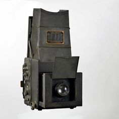 The Auto Graflex were made from 1906 to 1923.  This is likely a 1919 or 1920 model as it has the rear hinged lid and the side shutter mechanism plates are 'flat'. In 1921 the plates were changed to a 'raised' type.