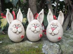 … a cute bunny for your Easter decoration … about high … Price is per h … - DIY Hand Built Pottery, Slab Pottery, Ceramic Animals, Clay Animals, Clay Projects, Clay Crafts, Christmas Gifts For Adults, Slab Ceramics, Pottery Courses