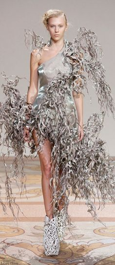 Iris van Herpen Couture Fall 2013 #Summer - it's your turn for ridiculous styling!