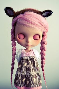 These are actually dolls from Blythe Fawn. But wouldn't they be cool as subject of a 3D visualisation? :)