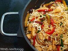 Kyllingwok med nudler og søt soyasaus » TRINEs MATBLOGG Asian Recipes, Ethnic Recipes, Frisk, Wok, Recipies, Good Food, Food And Drink, Chicken, Dinner Ideas