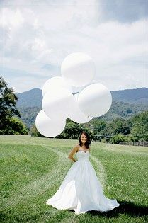Playful globe balloons compliment this bride's casual style.