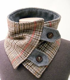 Col écharpe plus chaud en Upcycled marron Plaid par FashionCogs