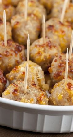 Sausage Cheese Balls make for the perfect bite-size holiday appetizer. Sausage Cheese Balls make for the perfect bite-size holiday appetizer. Holiday Appetizers, Appetizers For Party, Appetizer Recipes, Holiday Recipes, Avacado Appetizers, Prociutto Appetizers, Elegant Appetizers, Mexican Appetizers, Halloween Appetizers