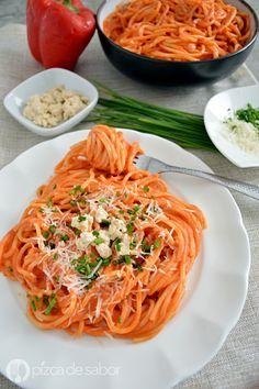 Espagueti rojo cremoso www.pizcadesabor.com Veggie Recipes, Pasta Recipes, Mexican Food Recipes, Cooking Recipes, Healthy Recipes, Healthy Food, Healthy Eating, I Love Food, Good Food