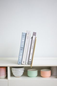 Lean Bookend- A self-clamping bookend for standard thickness shelves.
