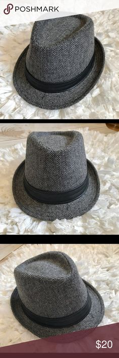 Charcoal Grey Tweed Fedora Gray tweed fedora with faux leather hat band. 100% polyester. In the excellent condition! No size tag. This fits me, but it's not tight & I have a small head. I say this would work those who wear women's Small or Medium hat sizes. Accessories Hats