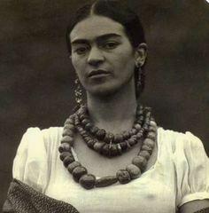 frida kahlo (1907 - 1954).