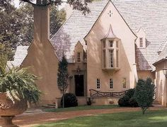 Stucco house - architect: McAlpine Tankersley - Southern Accents Magazine
