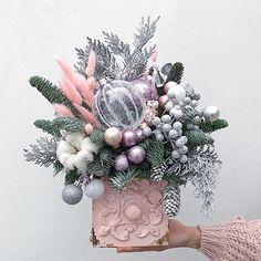 Pink Christmas, Christmas Time, Christmas Wreaths, Christmas Crafts, Christmas Ornaments, Handmade Christmas Decorations, Christmas Centerpieces, Xmas Decorations, Christmas Flower Arrangements