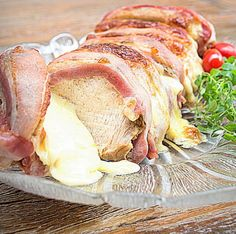 Imperdível!Apesar de recheada com queijo e bacon, essa carne é muito fácil de fazer! Bem por isso, que foi batizado de 'Lombo Top'! O tempero é feito no liquidificador e o segredo para facilitar a etapa do recheio é cortar a peça em fatias. Faça para a Ceia de Natal (ou de Réveillon)!
