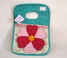 Lixeira para carro, confeccionada em tecido de algodão, com pontos decorativos na borda. R$ 42,40