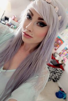I like this look but maybe if she thinned her eyebrows a bit. Pastel Hair, Pastel Goth, Purple Hair, Gray Hair, Pretty Hairstyles, Scene Hairstyles, Cool Hair Color, Love Hair, Silver Hair