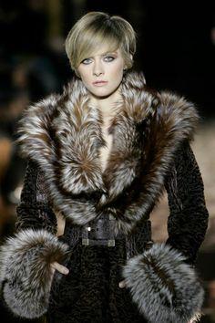 Luxury Fur, Leather Jackets & Coats in Illinois - Fur Accessories Fur Fashion, High Fashion, Winter Fashion, Womens Fashion, Fabulous Furs, Glamour, Vintage Fur, Collar And Cuff, Fur Collars