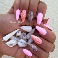 pink & glitter nails | Instagrin
