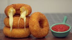 Mozzarella Onion Rings Recipe, Pizza Mozzarella, Mozzarella Sticks, Great Appetizers, Appetizer Dips, Sauce Marinara, Finger Food, Food To Make, Food And Drink