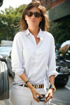 Emmanuelle Alt: Elements of Style - faraway places SYc_emmanuelle_alt_newyork_fashionweek_rodarte Vogue Fashion, Look Fashion, Fashion Outfits, Fall Fashion, French Girl Style, French Chic, Emmanuelle Alt Style, Vogue Editor In Chief, Jeans Trend