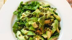 Fresh arugula, avocados, and crunchy pepitas are tossed in a zesty lemon juice and poppy seed dressing for this easy salad. Bbq Salads, Easy Salads, Vegetarian Cooking, Vegetarian Recipes, Clean Eating Recipes, Healthy Eating, Healthy Fats, Beef Burgers, Veggie Burgers