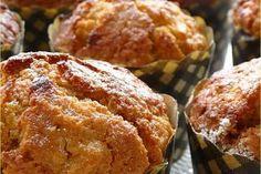 Muffin aux pommes et flocons d'avoine - Ingrédients:  125 g de flocons d'avoine,  375 ml de lait,  250 g de farine,  1 cuillère à soupe de levure chimique,  115 g de cassonade,  1 oeuf battu légèrement,  90 g de miel (ou sirop d'agave),  60 g de beurre doux fondu,  150 g de pommes
