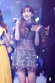 Reject the Binary Snsd, Seohyun, Taeyeon Fashion, Girl Fashion, Girls Generation, Pink Girl, My Girl, Get Skinny Legs, Kim Tae Yeon