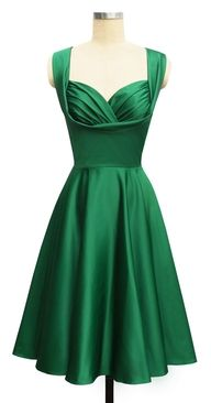 I swear I was born in the wrong decade. I love old-fashioned dresses like this one.
