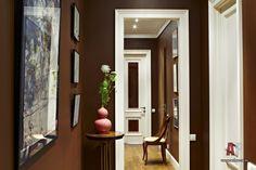Фото интерьера коридора квартиры в стиле неоклассика