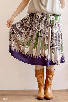 marble sudで購入した、moomin forestのスカートです。春夏はTシャツやカットーソーに、秋冬はニットにとオールシーズン使えます。購入価格:着用回数:6~7回marble sud 公式HPより引用↓去年の秋冬コレクションよりコラボレーションの始まった、ドーヴェ•ヤンソンの代表作「ムーミン」。 長く愛され続けている「ムーミン」のキャラクターや世界観を小説、絵本、コミックスの原画を忠実にトレースし、 マーブルシュッドこだわりのアレンジで、「大人のためのムーミン」を目指した自信作のシリ