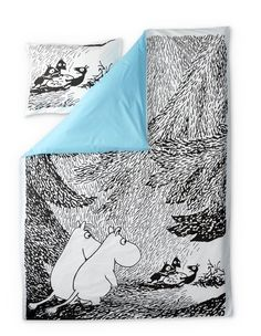 Stylish duvet covers with an image from Tove Jansson's book Moominsummer Madness. Beautiful details make this bed linen set a truly great addition to your bedroom. The Finlayson fabric is cotton.Size: Duvet cover 150 x 210 cm Inside A House, Summer Madness, Enchanted Doll, Tove Jansson, Bed Linen Sets, Duvet Cover Sets, Scandinavian Design, Linen Bedding