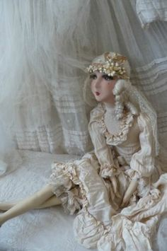 ANIQUE FRENCH BOUDOIR DOLL.PARIS.EDWARDIAN WEDDING.SILK.LACE.WAX.C 1920