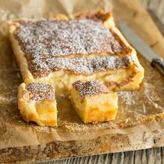 Ein fluffiger Pancake, eine feine Vanillecreme, eine lockere Biskuithaube. Und das alles aus nur einem Teig. Dieser Puddingkuchen ist jede Sünde wert.