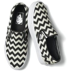 Chevron Slip-On Black and White (320 VEF) ❤ liked on Polyvore featuring shoes, sneakers, vans, flats, zapatos, black and white trainer, black white sneakers, white and black sneakers, flat slip on shoes and slip on shoes