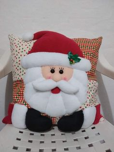 Munequeria Navidena Y Halloween Felt Christmas Decorations, Felt Christmas Ornaments, Christmas Stockings, Christmas Sewing, Christmas Home, Christmas Crafts, Christmas Cushions, Christmas Pillow, Christmas Wonderland