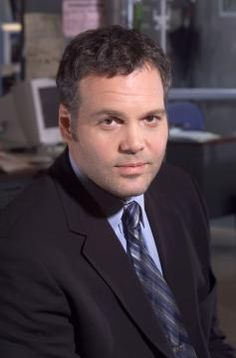 Det. Robert Goren - Vincent D'Onofrio, now he is the actor of actors that is the title that he was given. Well worth it.