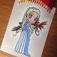 Emilia Clarke [as Daenerys Targaryen feat. Rhaegal & Drogon] (Chibi by ltia_Chan… Emilia Clarke [as Daenerys Targaryen feat. Rhaegal & Drogon] (Chibi by ltia_Chan 😊 😊) Easy Disney Drawings, Disney Princess Drawings, Disney Sketches, Cartoon Drawings, Cute Drawings, Dessin Game Of Thrones, Game Of Thrones Art, Arte Disney, Disney Art