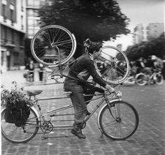 Robert Doisneau, Paris © Atelier Robert Doisneau tag: bike