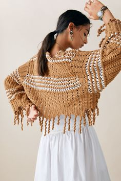 Limited edition zara studio fringed two-tone sweater - muster - Knitwear Fashion, Knit Fashion, Vest Outfits, Sweater Outfits, Mode Crochet, Crochet Top, Zara, Poses Modelo, Cropped Knit Sweater