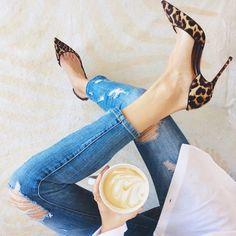 Jean slim / escarpins léopard / café /  Harper's Bazaar
