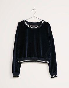 Velvet sweatshirt - Sweat Shirt - Ideas of Sweat Shirt - Bershka velvet sweatshirt 180 kr Urban Fashion, Daily Fashion, Everyday Fashion, Love Fashion, Fashion Outfits, Pajama Outfits, Crop Top Outfits, Sweat Shirt, Mode Kimono