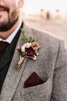 Costumes En Tweed, Tweed Groom, Burgundy Decor, Burgundy Bouquet, Burgundy Suit, Red Suit, Wedding Attire, Wedding Dresses, Fall Wedding Suits